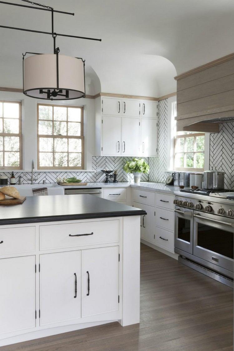 Дизайн кухни 20 кв м с фартуком елочкой