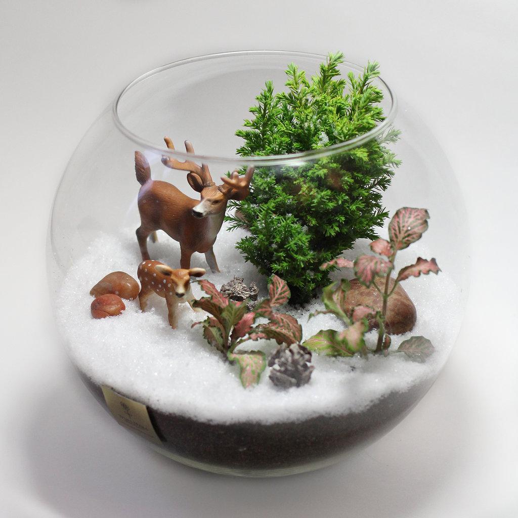 Флорариум с фигурками оленей