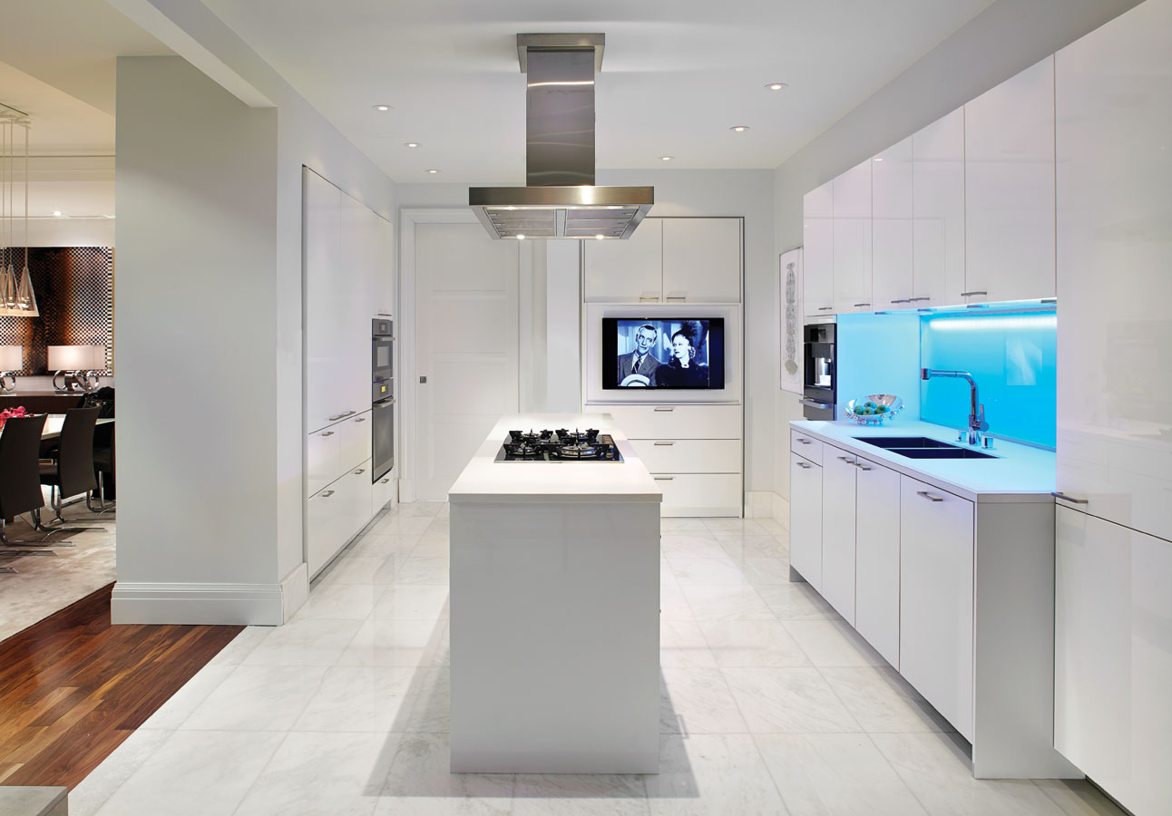 Глянцевая кухня 14 кв. м