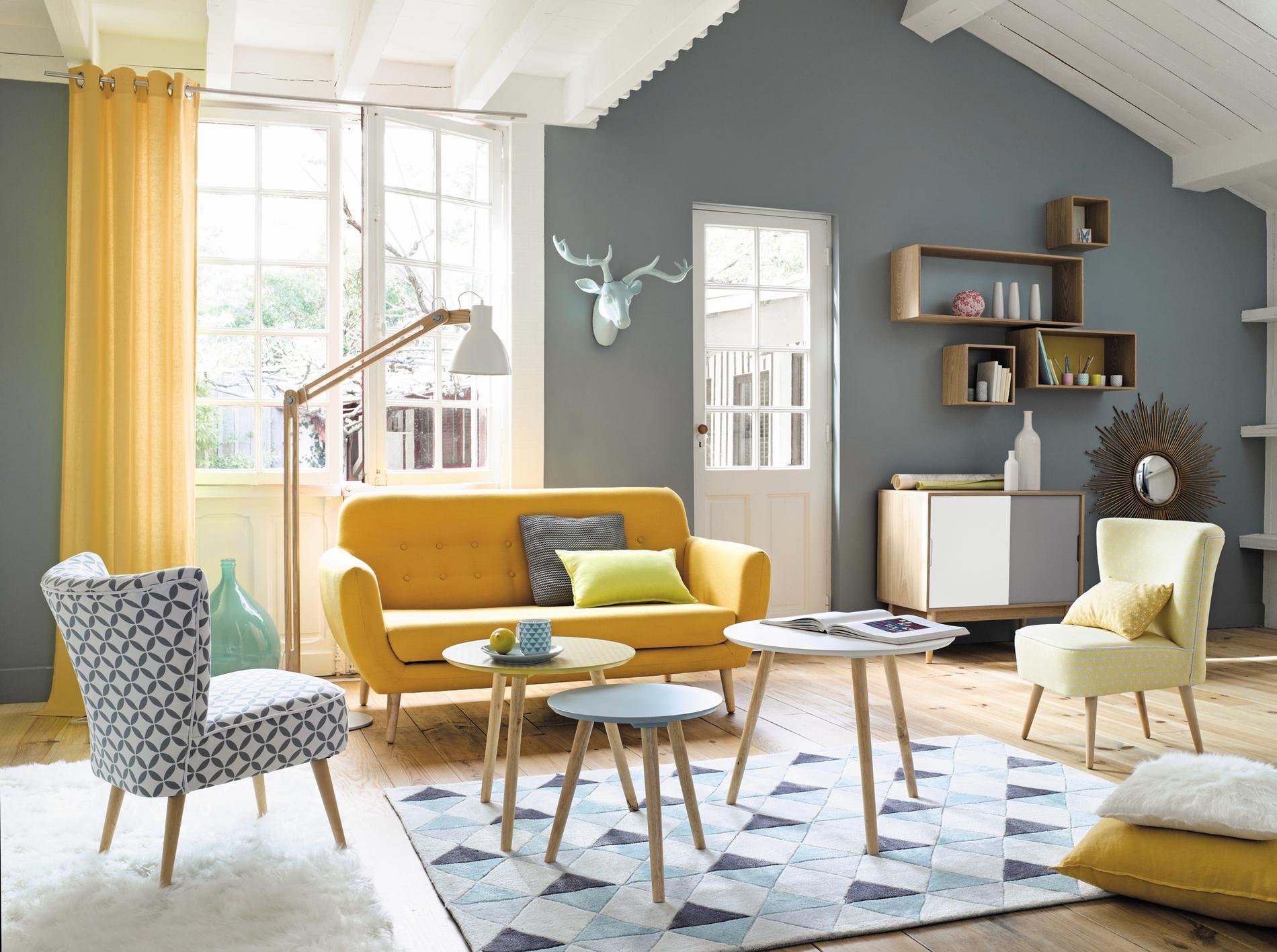 Мебель в гостиной в стиле ретро