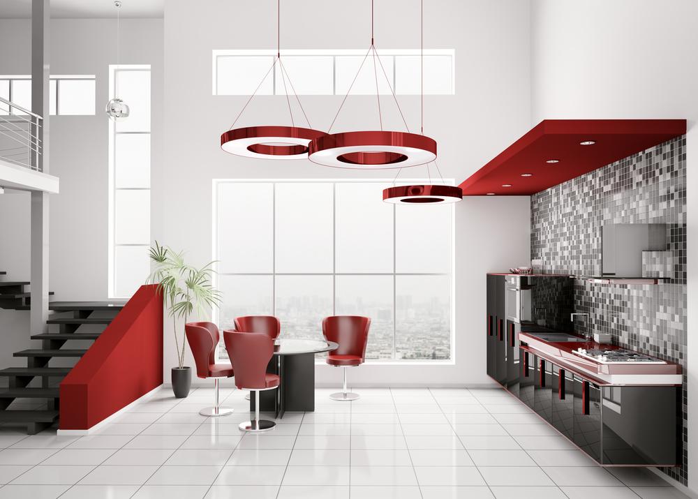 Серо-красный интерьер двухуровневой квартиры