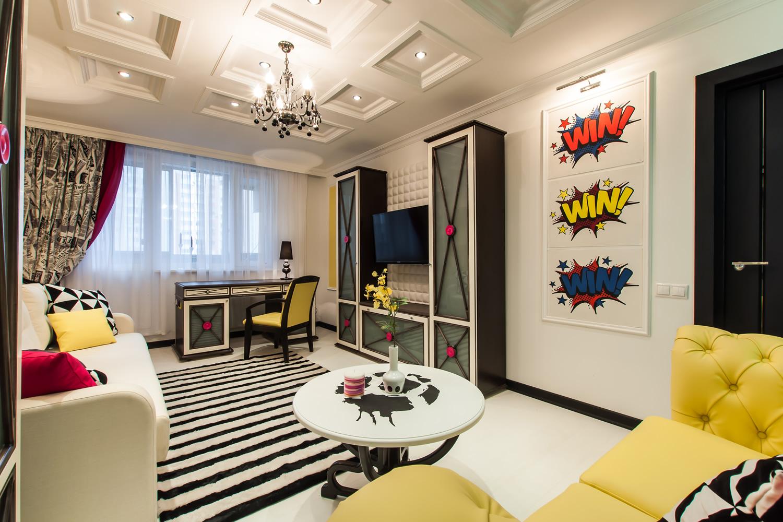 Гостиная в стиле поп-арт с рабочим местом