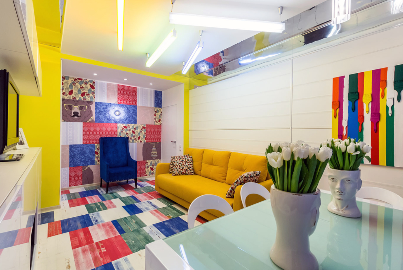 Небольшая гостиная-столовая в стиле поп-арт