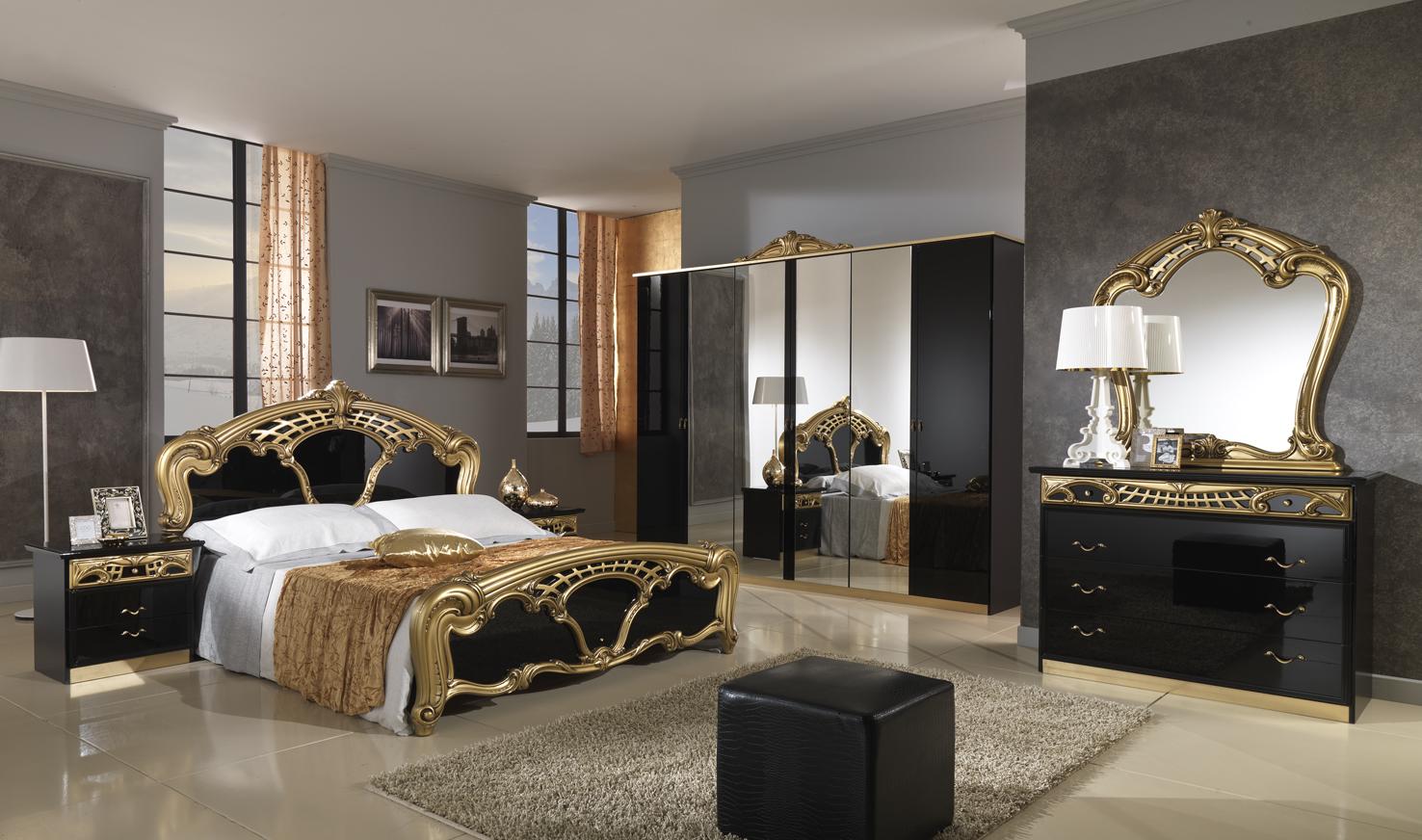 Черно-золотистая мебель в большой спальне