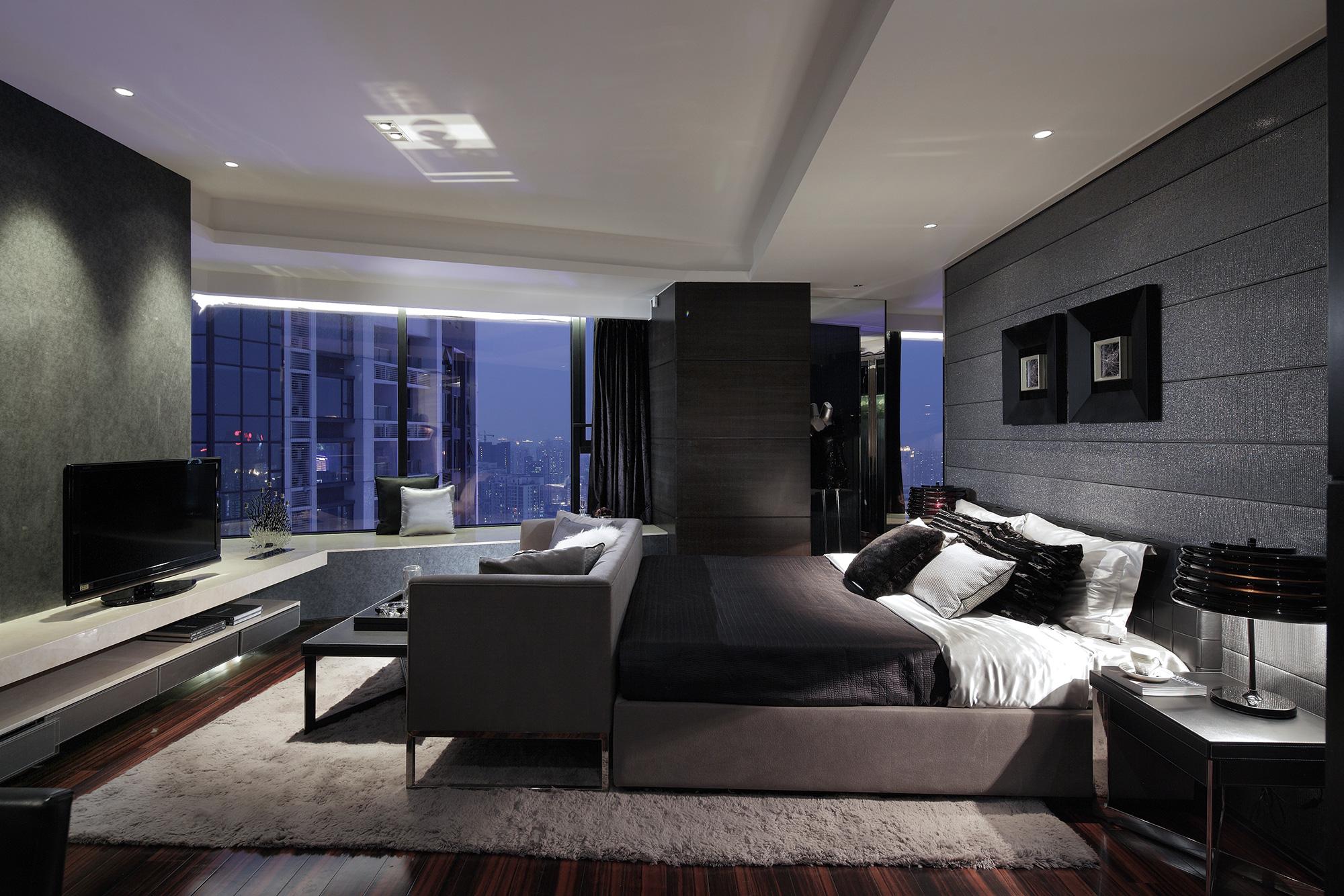 Декоративные черные панели и обои в спальне