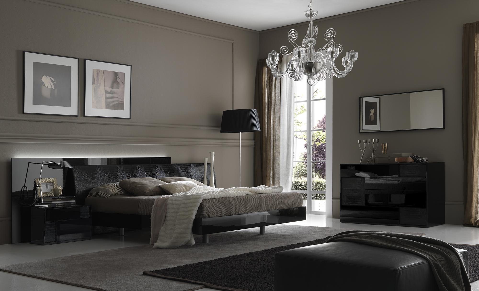 Картины, вазы и другие украшения в спальне в стиле арт-деко