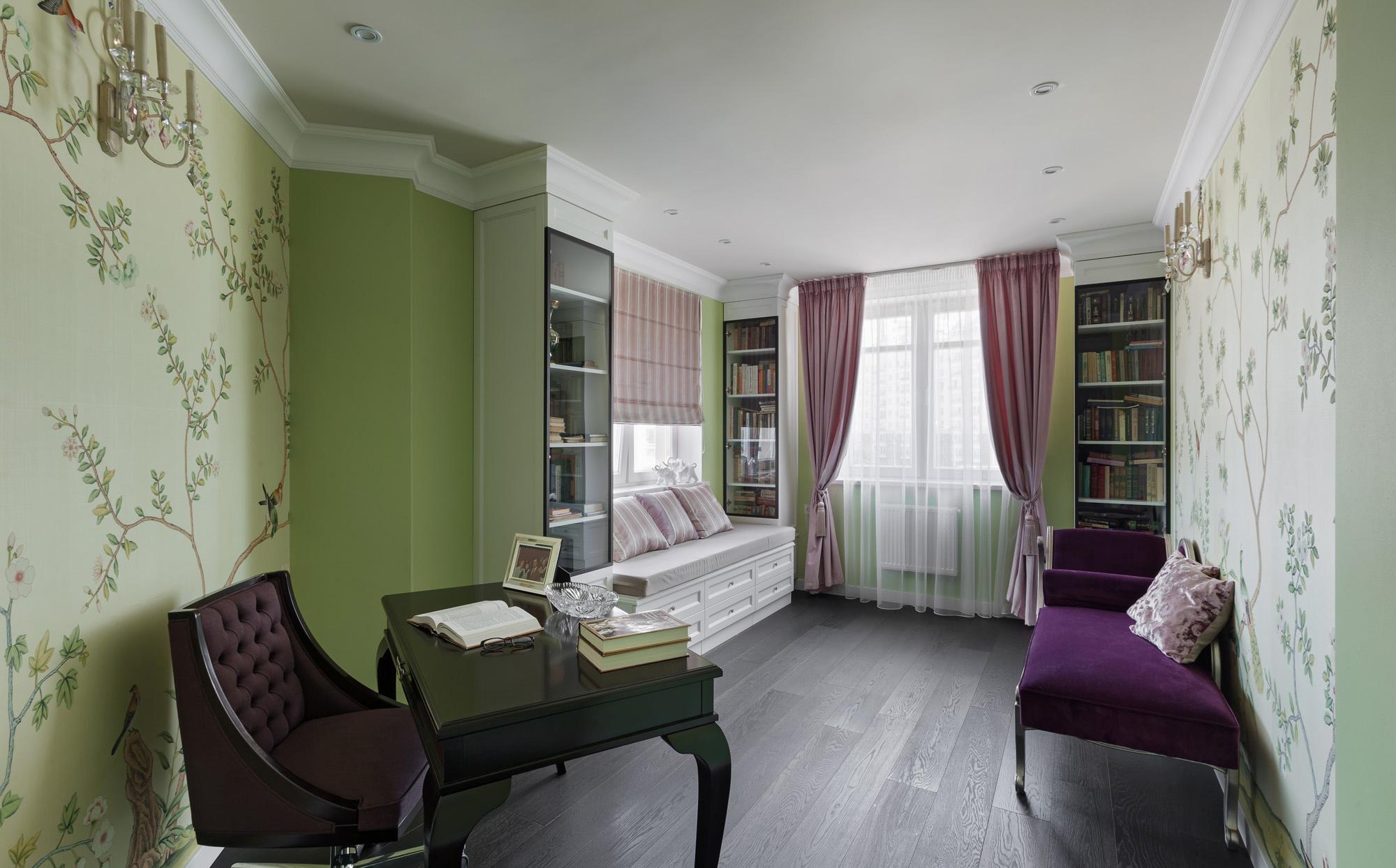 Большой кабинет с местом для отдыха и библиотекой