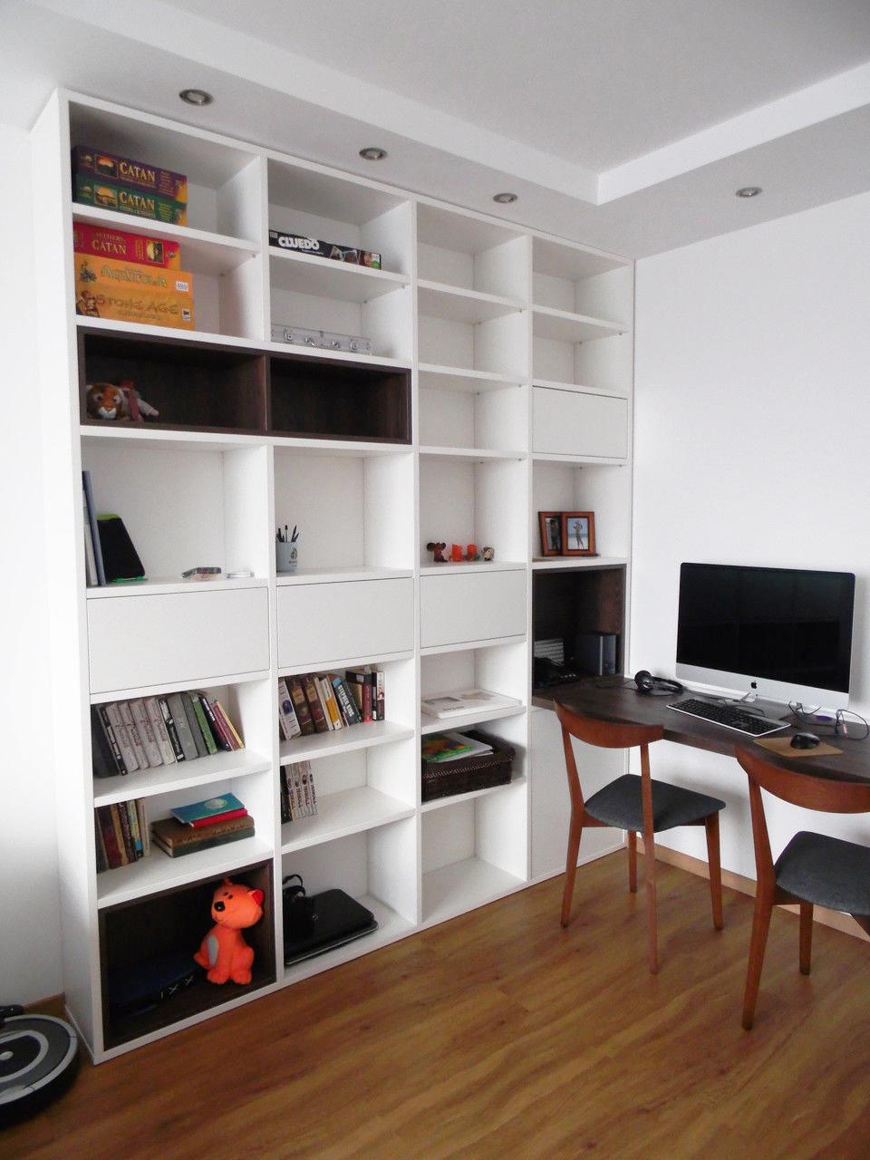 Угол квартиры можно оборудовать под кабинет