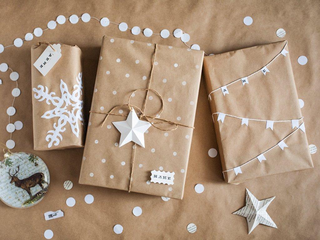 Упаковка подарков в крафтовую бумагу