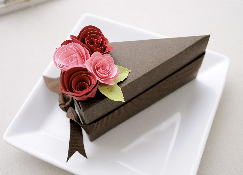 Упаковка для подарка из картона в форме торта