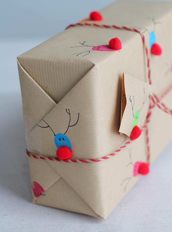 Рисунки и мягкие шарики на бумаге в оформлении подарка
