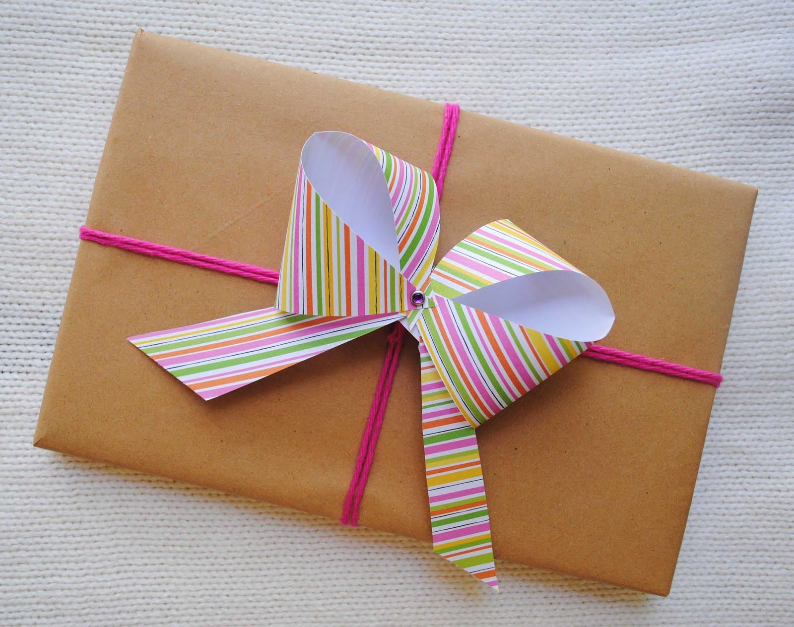 Бант и веревка в оформлении подарка