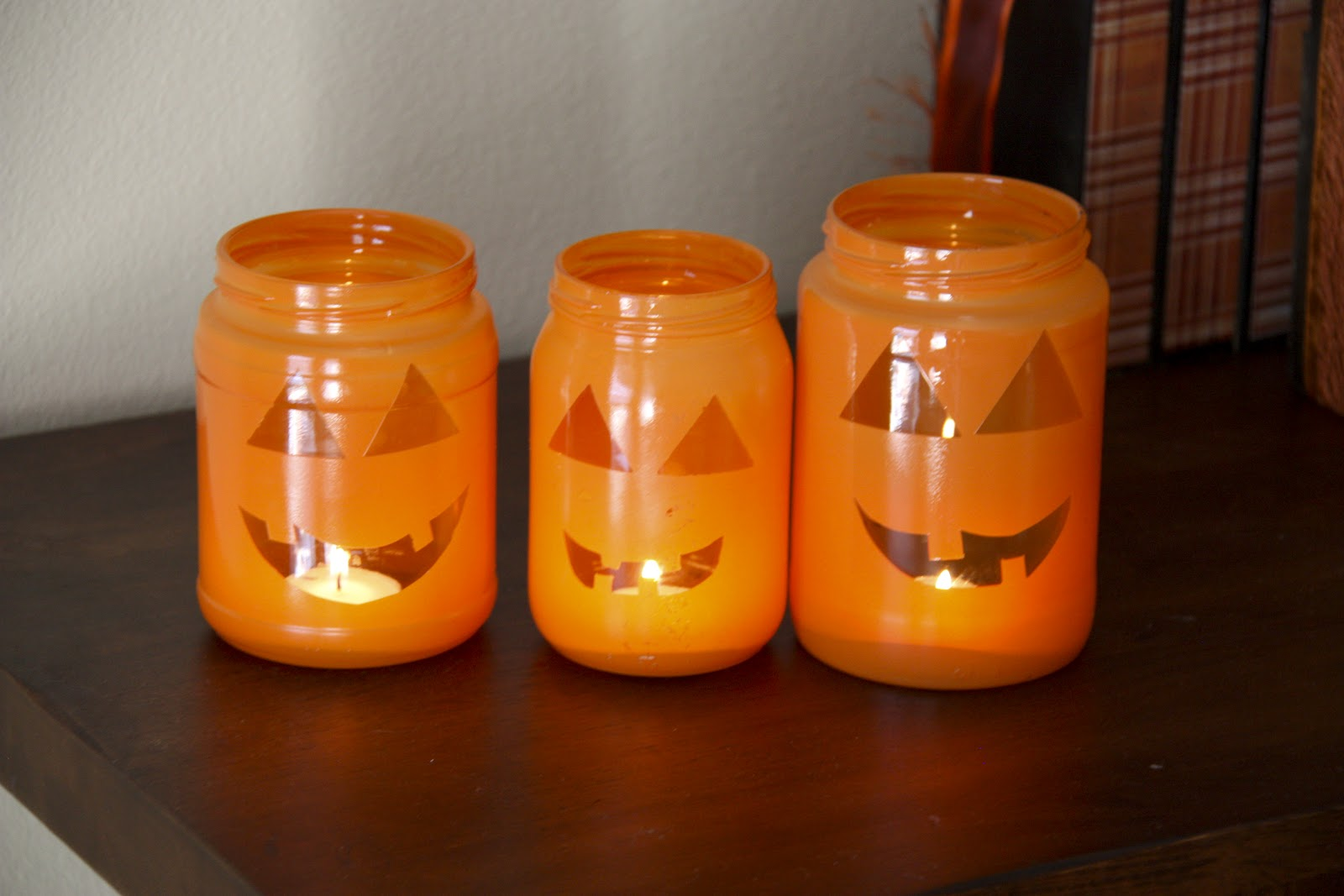 Декорирование банок на Хэллоуин