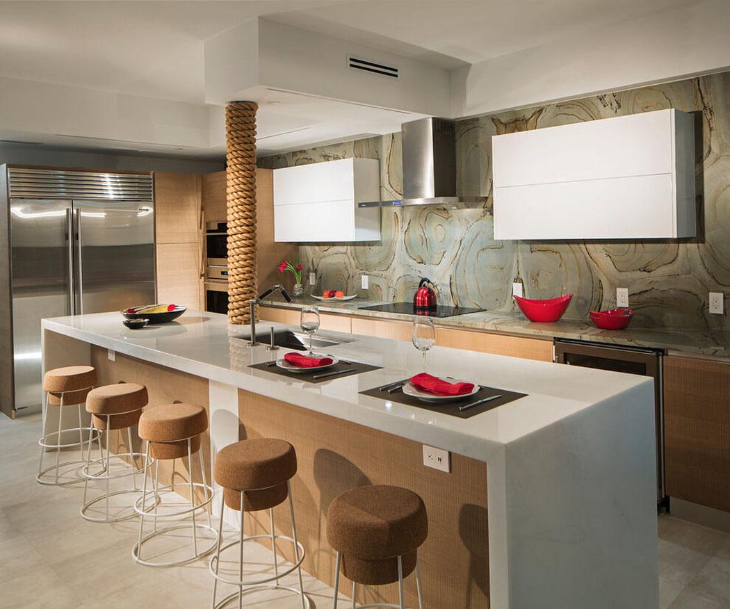 Кухня 14 кв. м со столешницей из искусственного камня