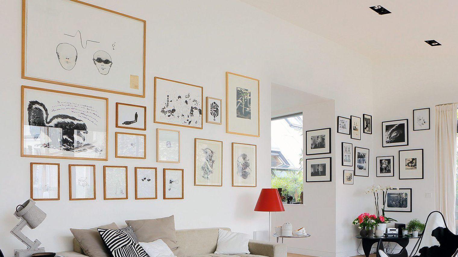 Декор стены картинами