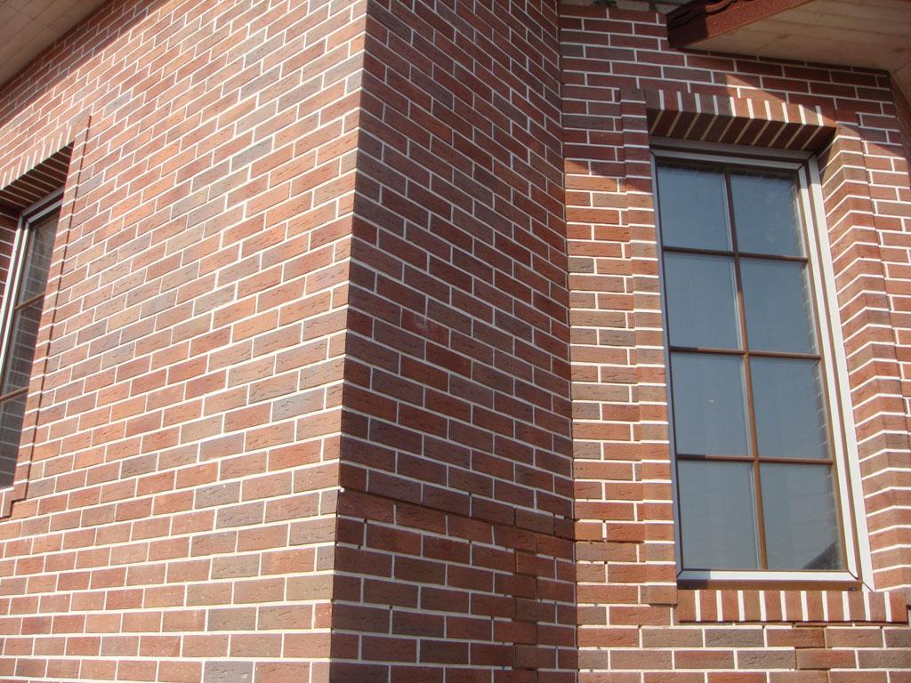 Отделка фасада коттеджа клинкерной плиткой под кирпич