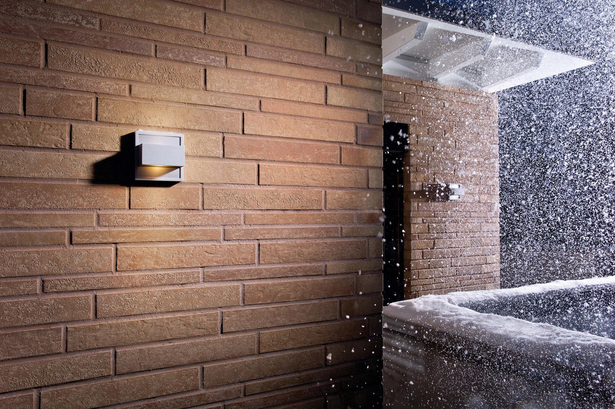 Коричневая клинкерная плитка в отделке фасада дома