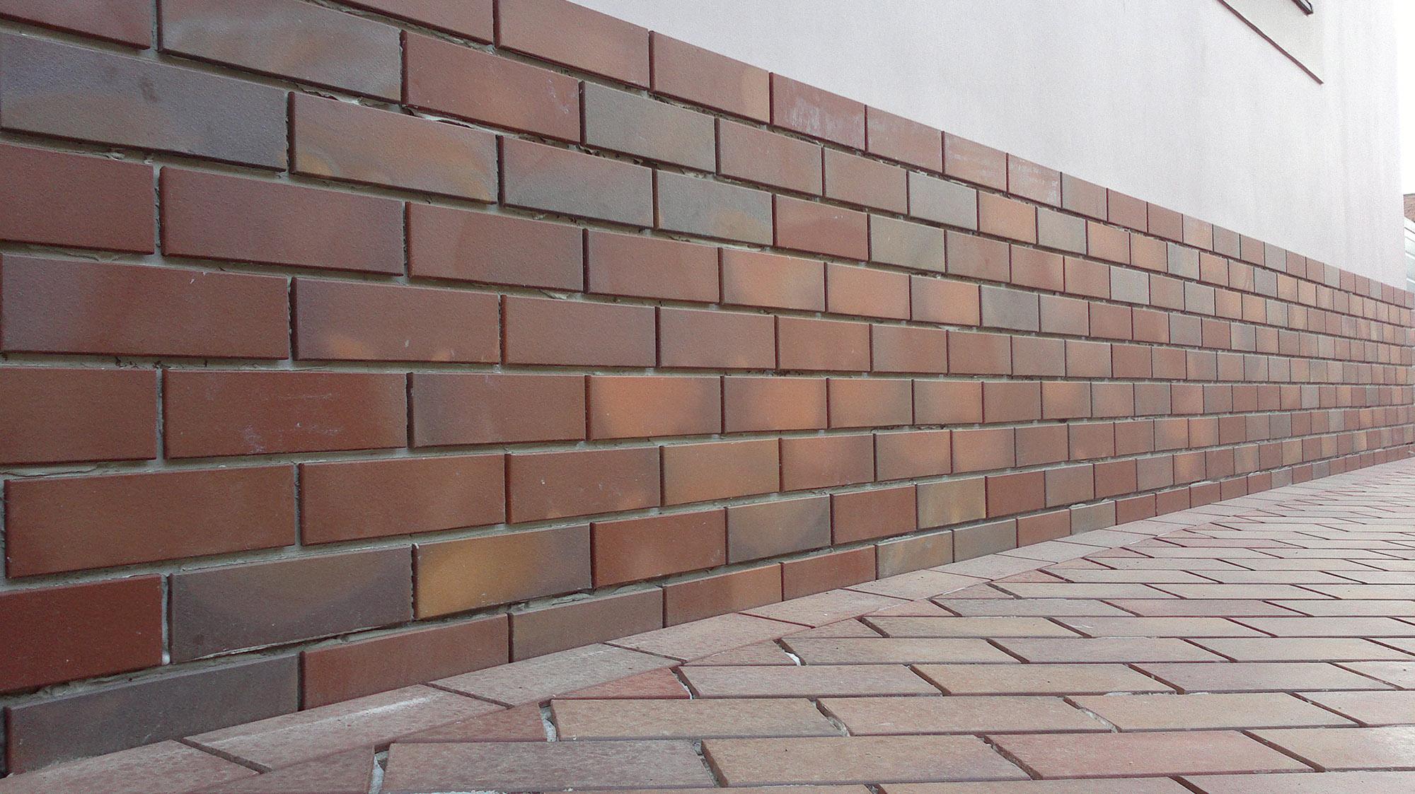 Частичная отделка фасада клинкерной плиткой