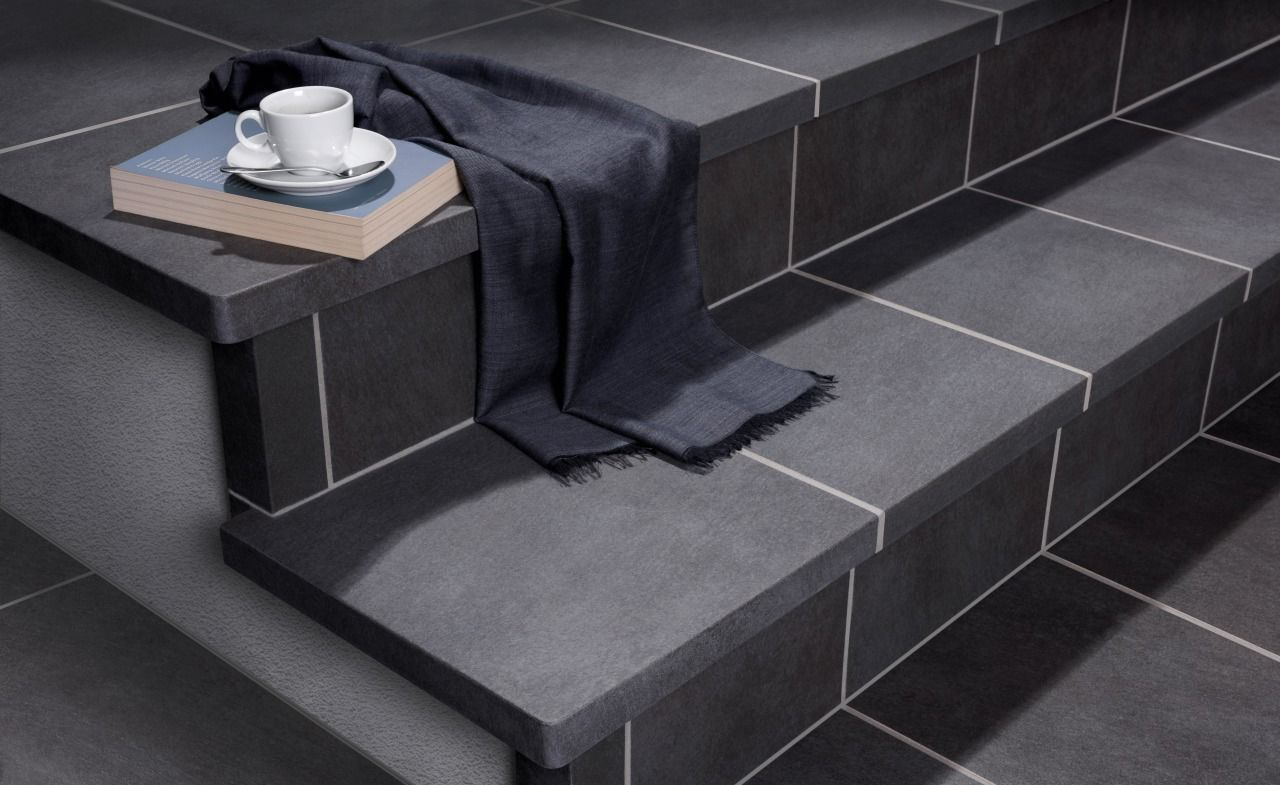 Черная клинкерная плитка для ступеней