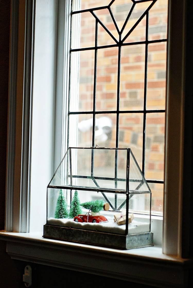 Композиция на окне к новому году