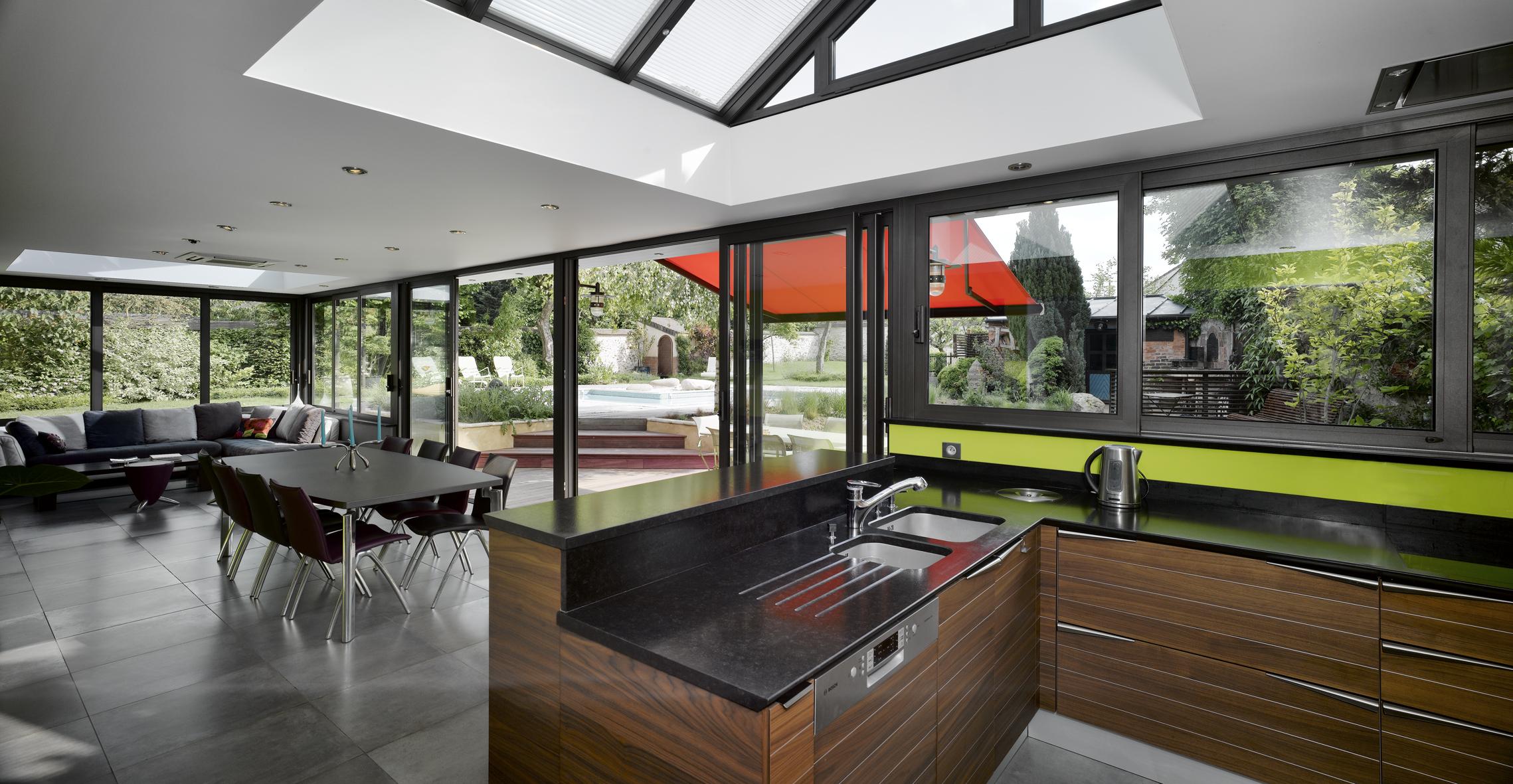 Дизайн кухни 20 кв м коричневый