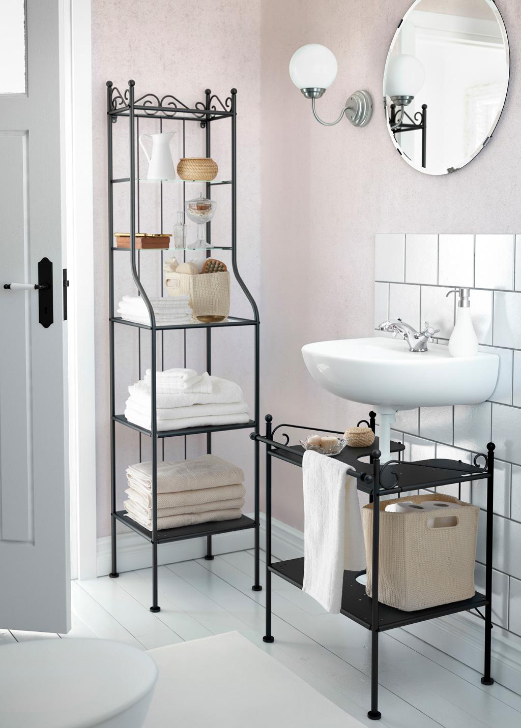 Кованые полки в ванной