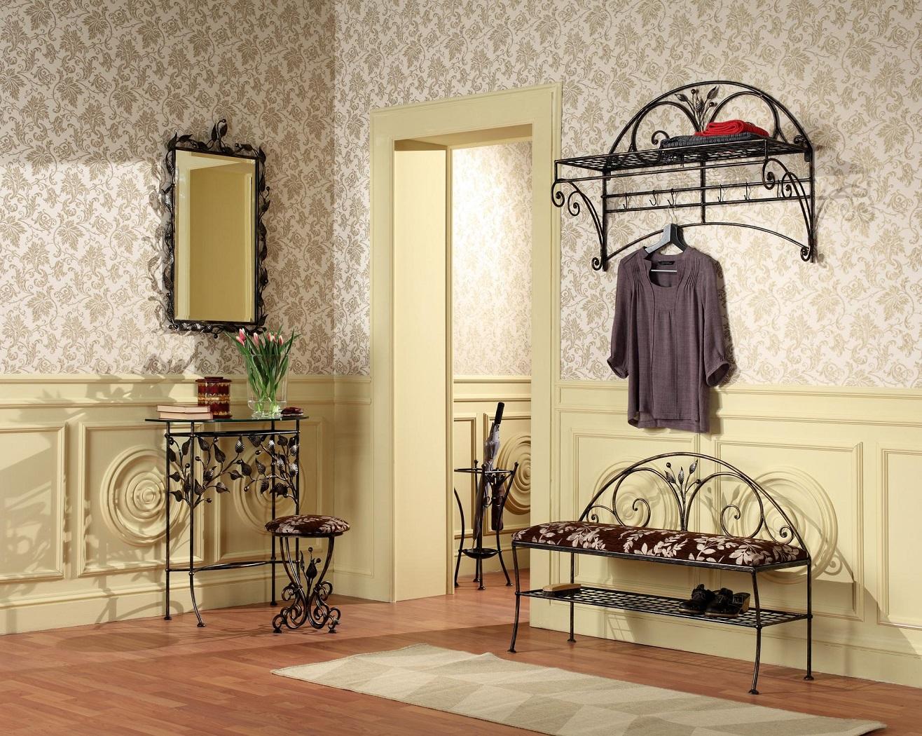 Комплект кованой мебели в прихожей