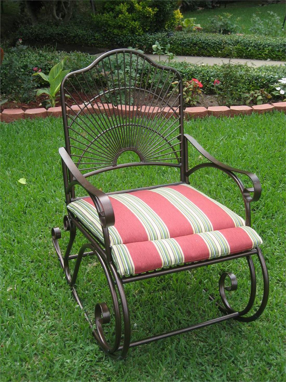 Кованое кресло-качалка с мягким сиденьем