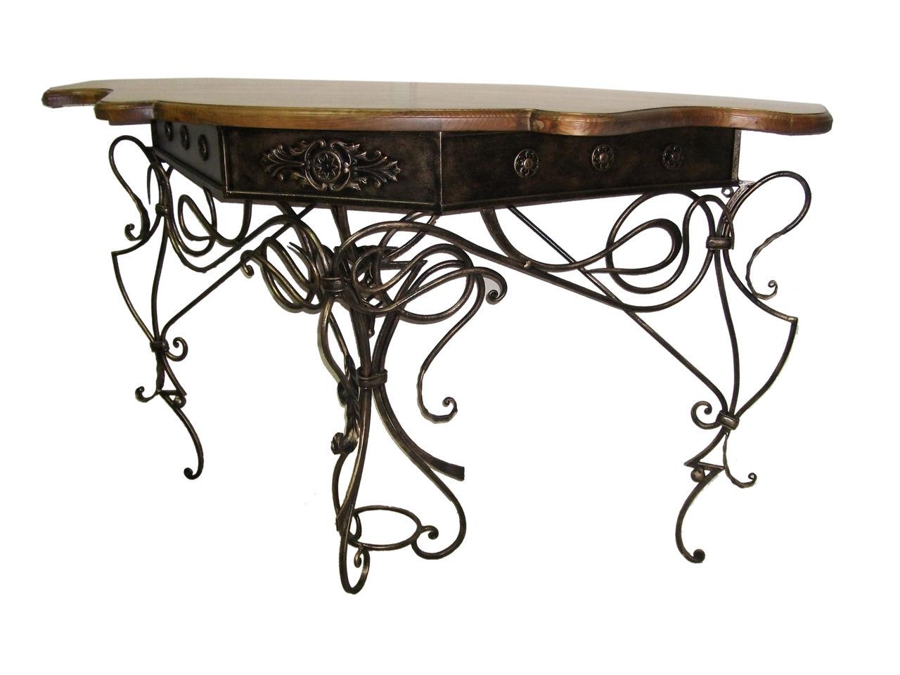 Красивый кованый стол с деревянной столешницей