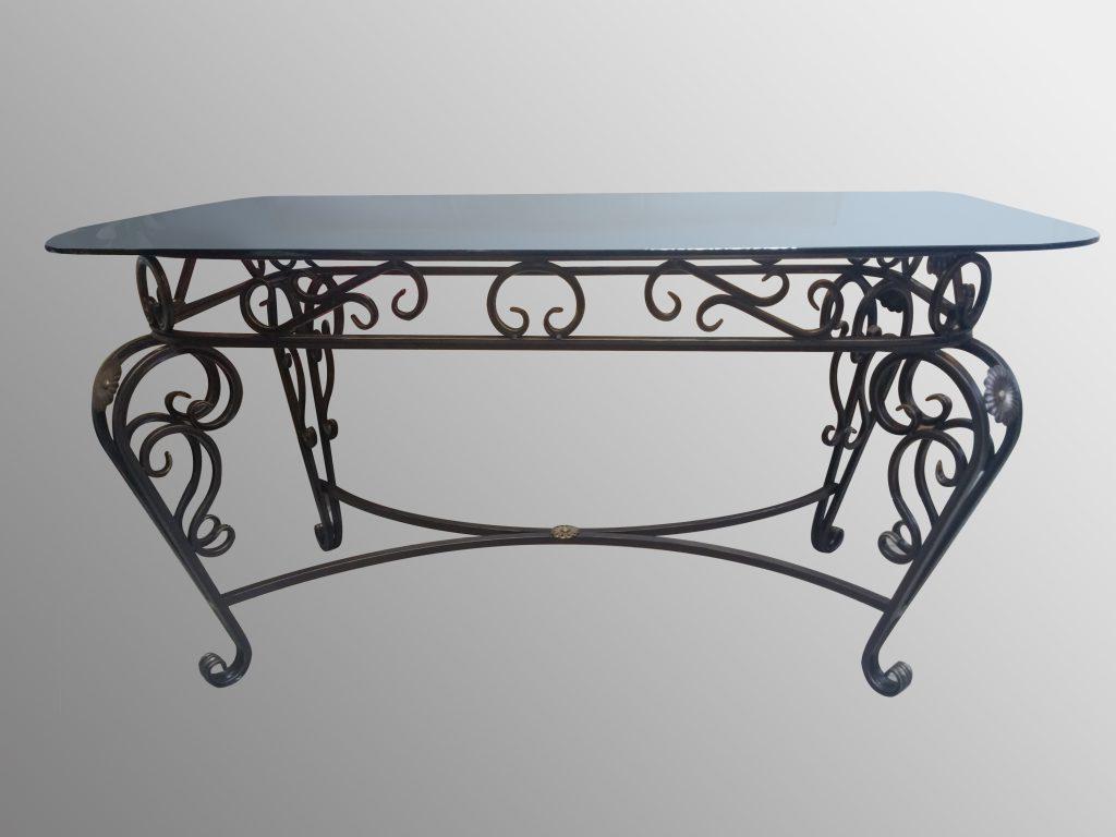 Элегантный кованый стол со стеклянной столешницей со скругленными углами