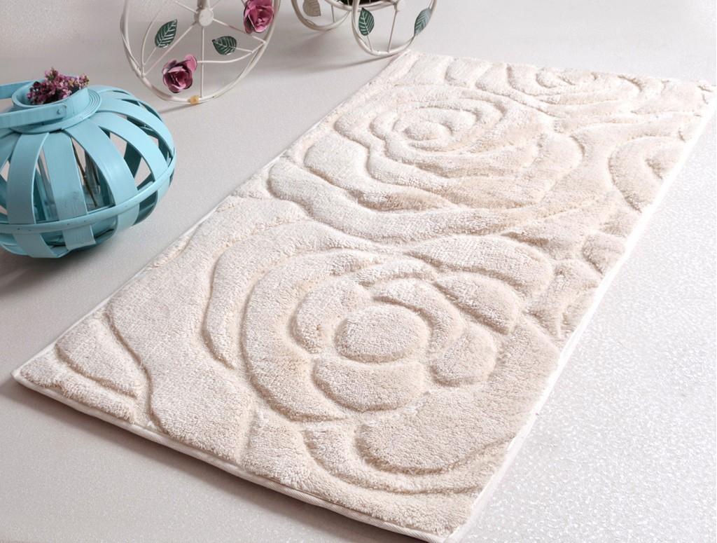 Мягкий коврик с розами для ванной