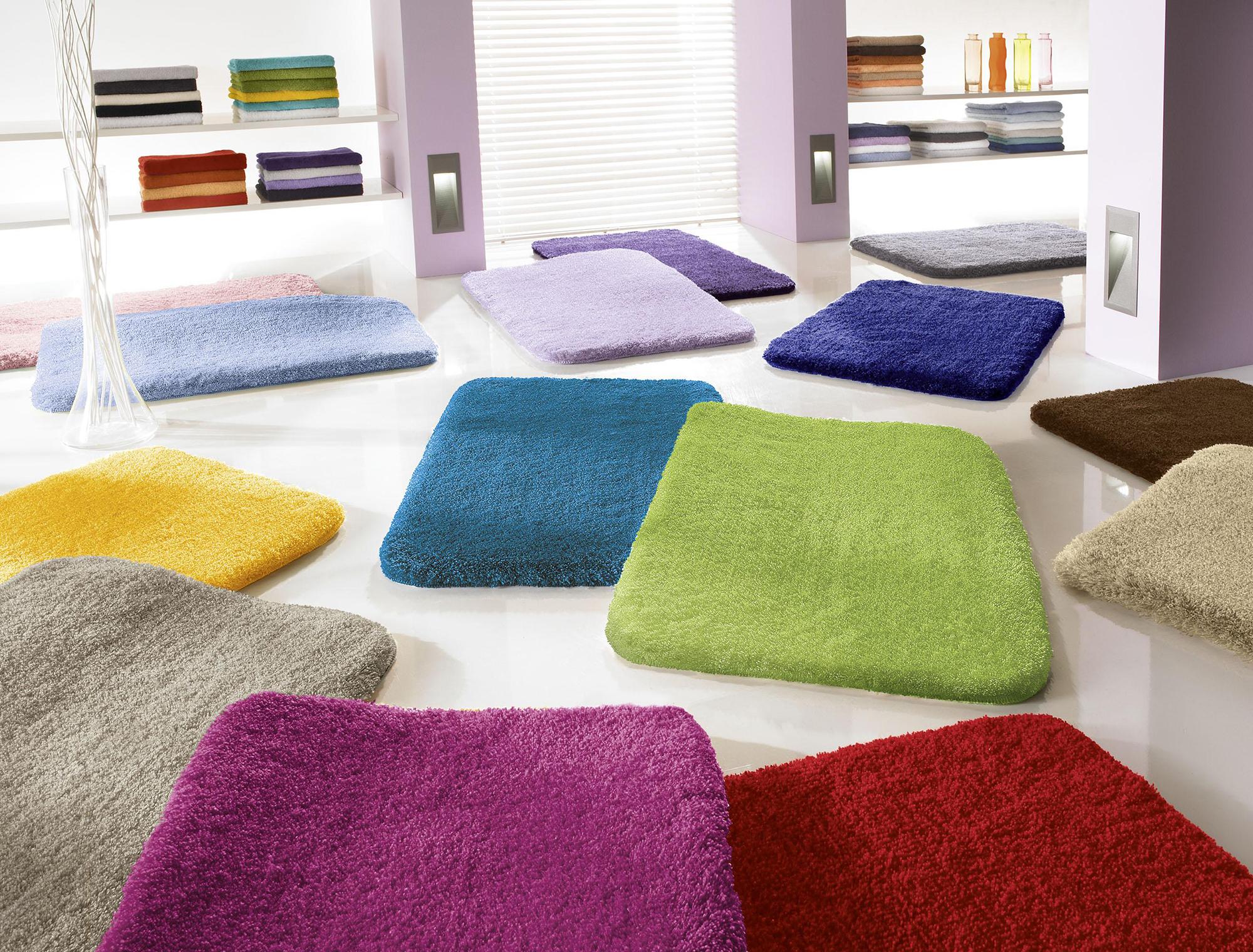 Яркие коврики в ванную