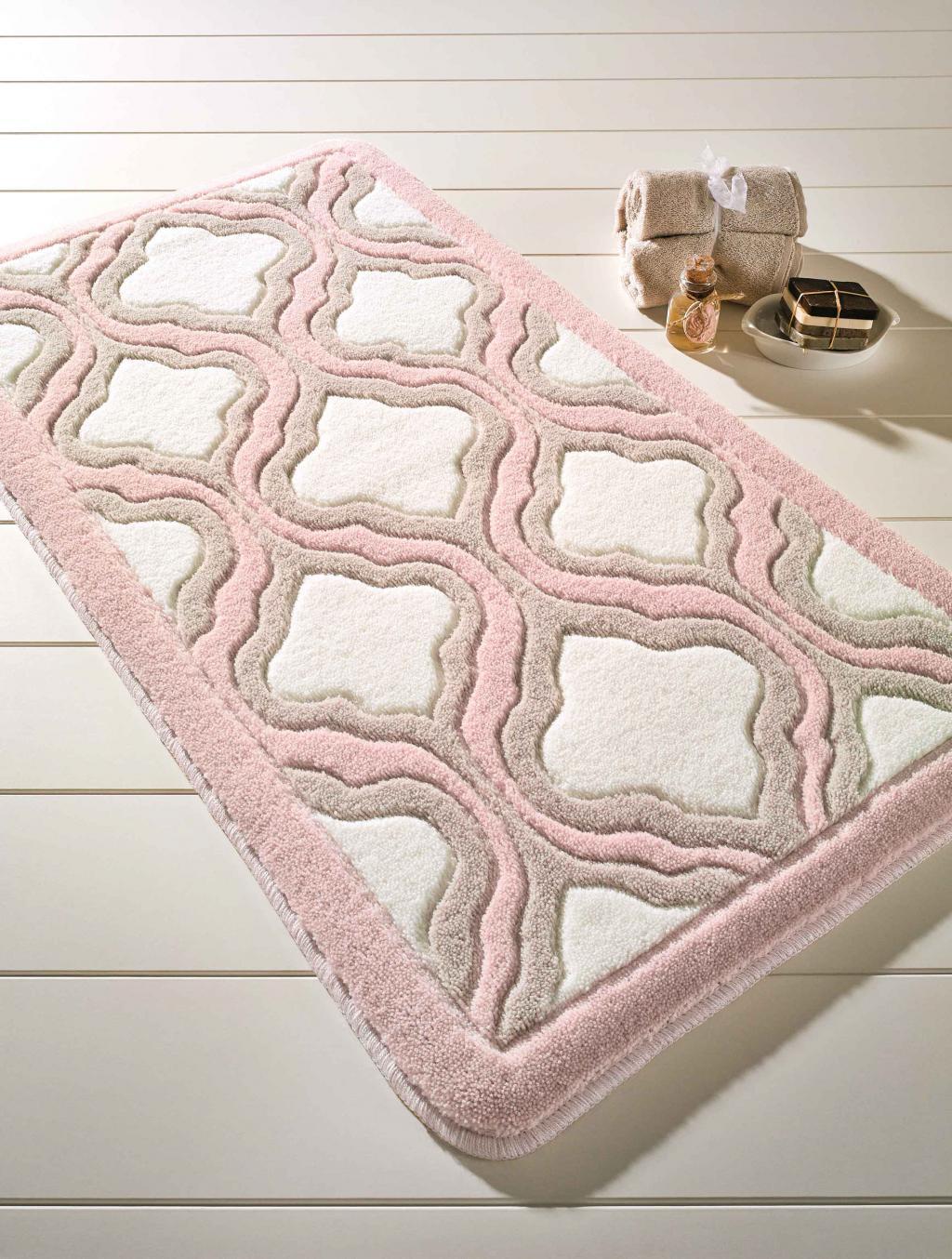 Красивый коврик для классической ванной