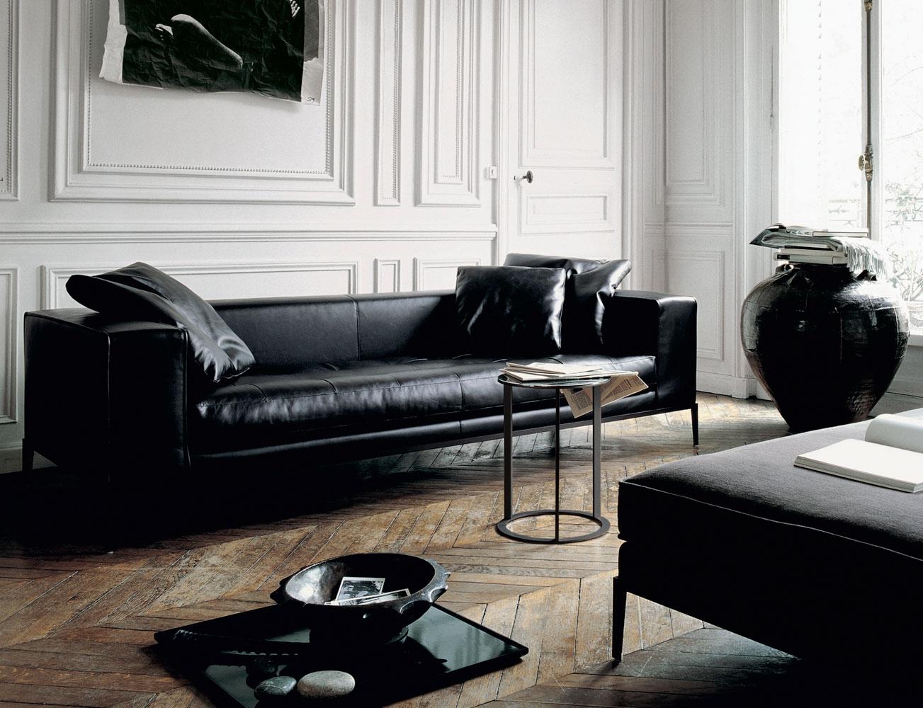 Черный диван в интерьере в стиле арт-деко