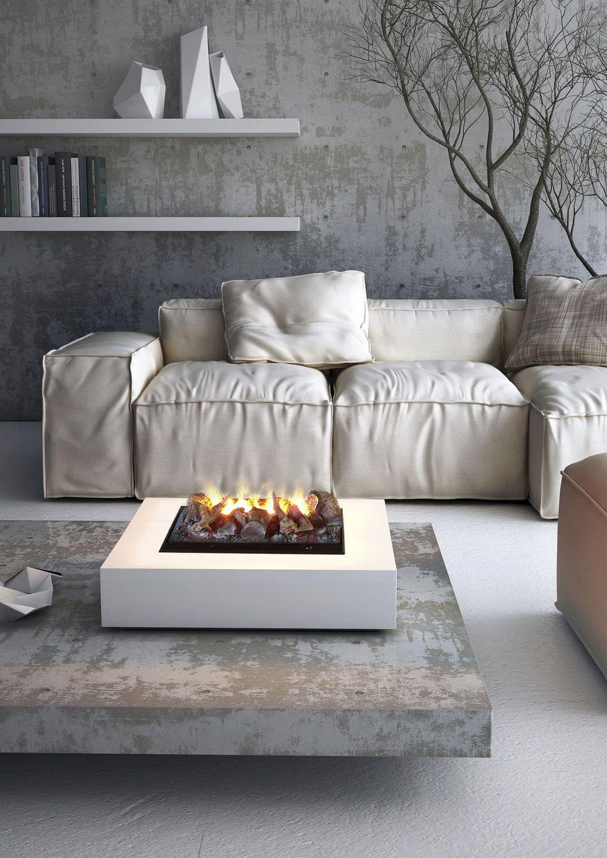 Светлый кожаный диван в индустриальном интерьере