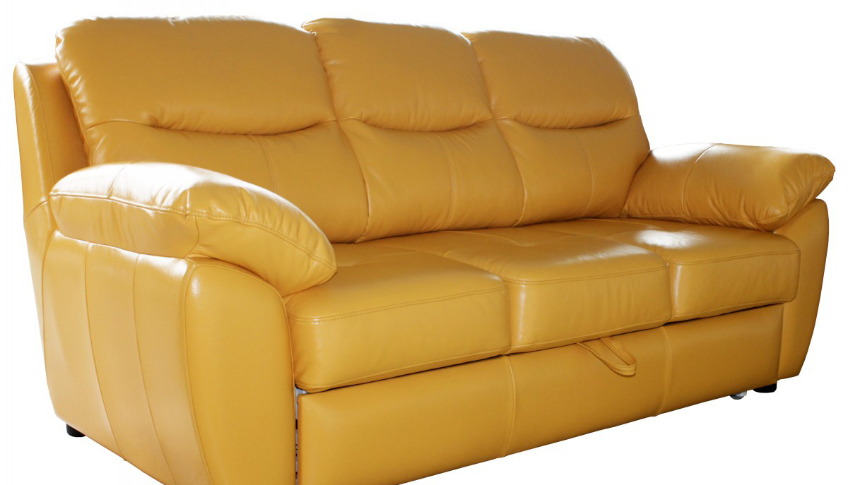 Желтый трехместный кожаный диван