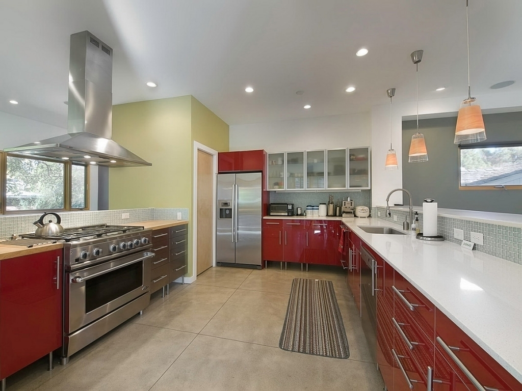 Дизайн кухни 20 кв м красной