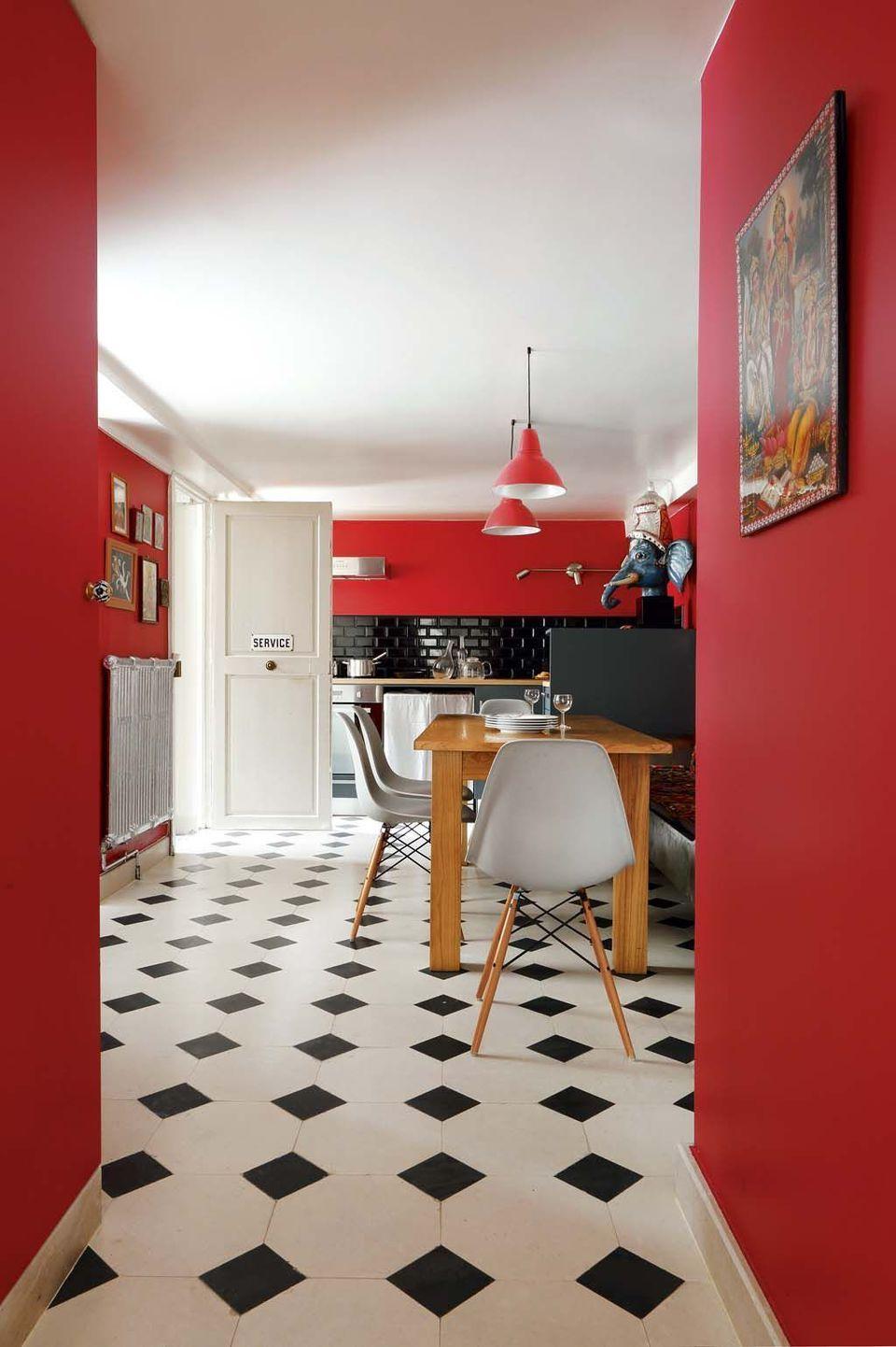 Дизайн кухни 20 кв м с красными стенами