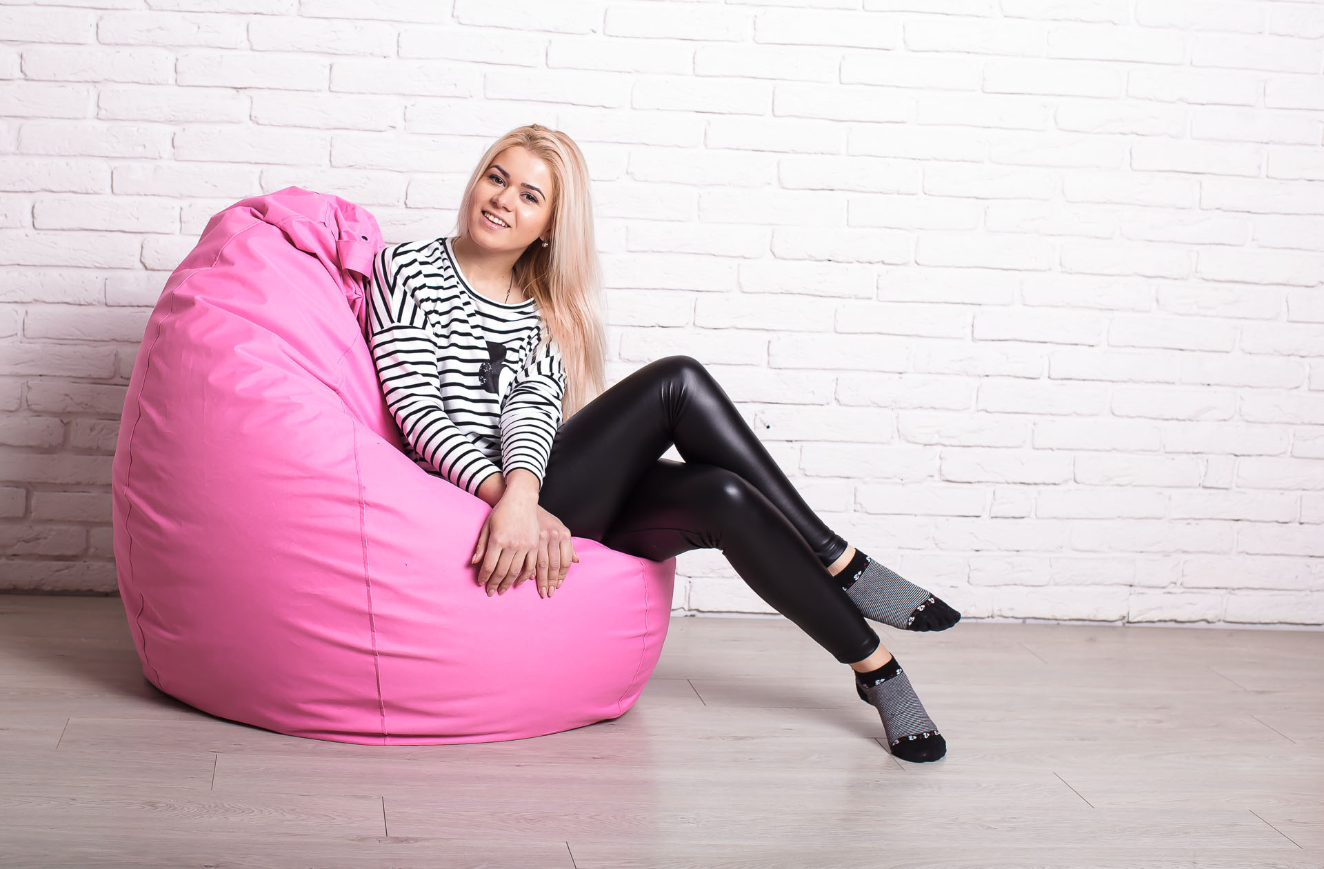 Розовое кресло-мешок