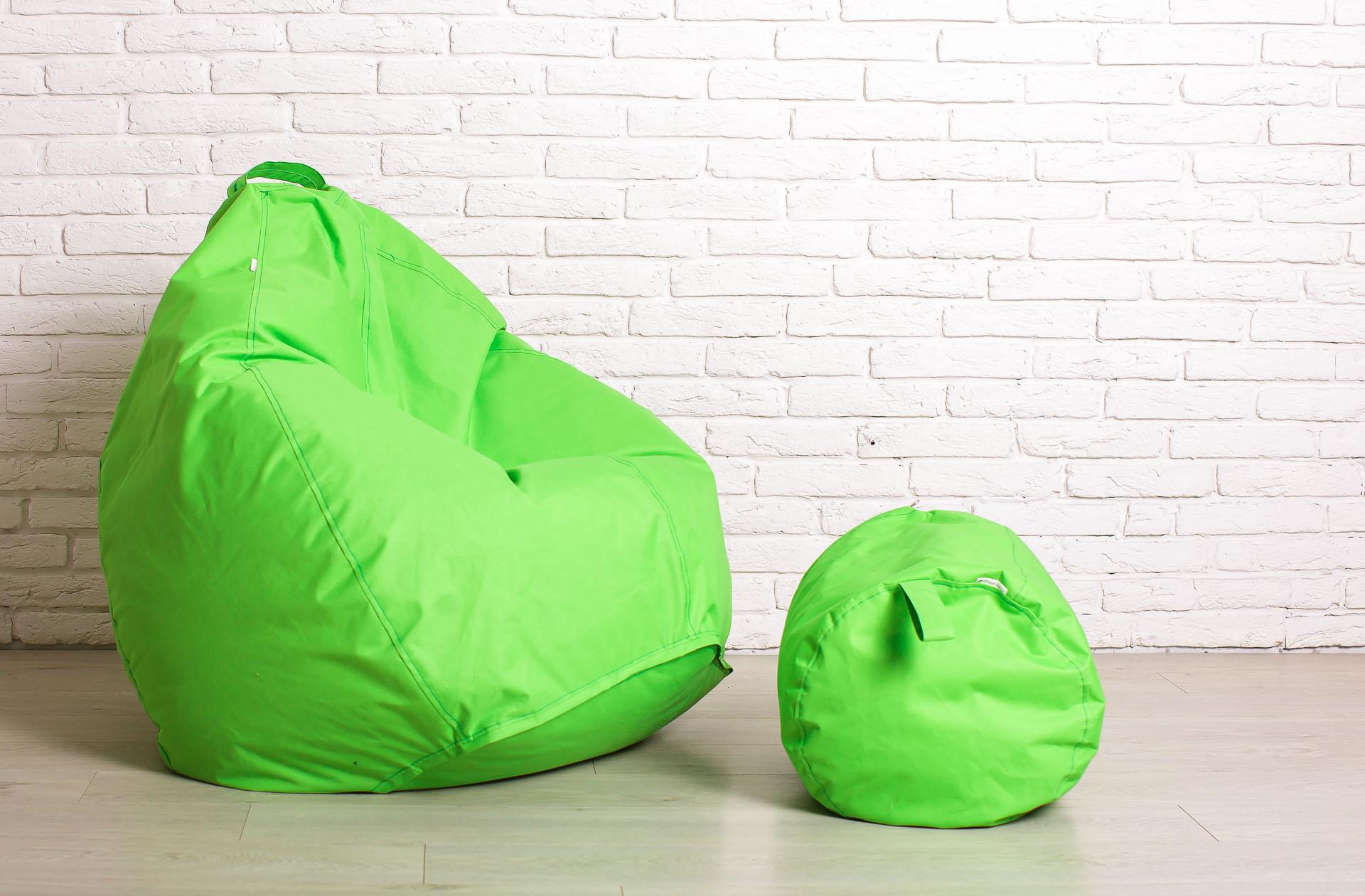 Салатовое кресло-мешок и пуф