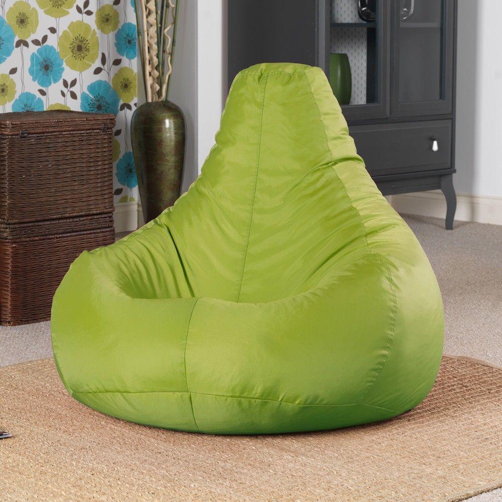 Зеленое кресло-мешок в гостиной