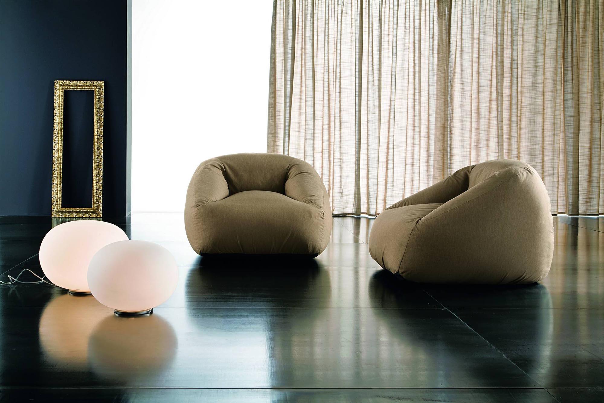 Коричневые бескаркасные кресла