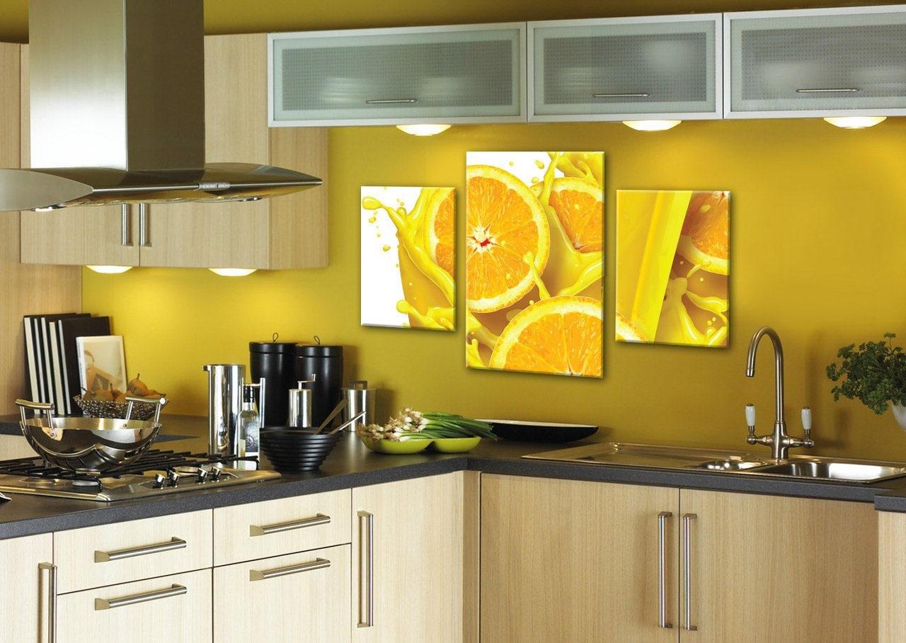 Яркая картина на кухне по фэн-шуй