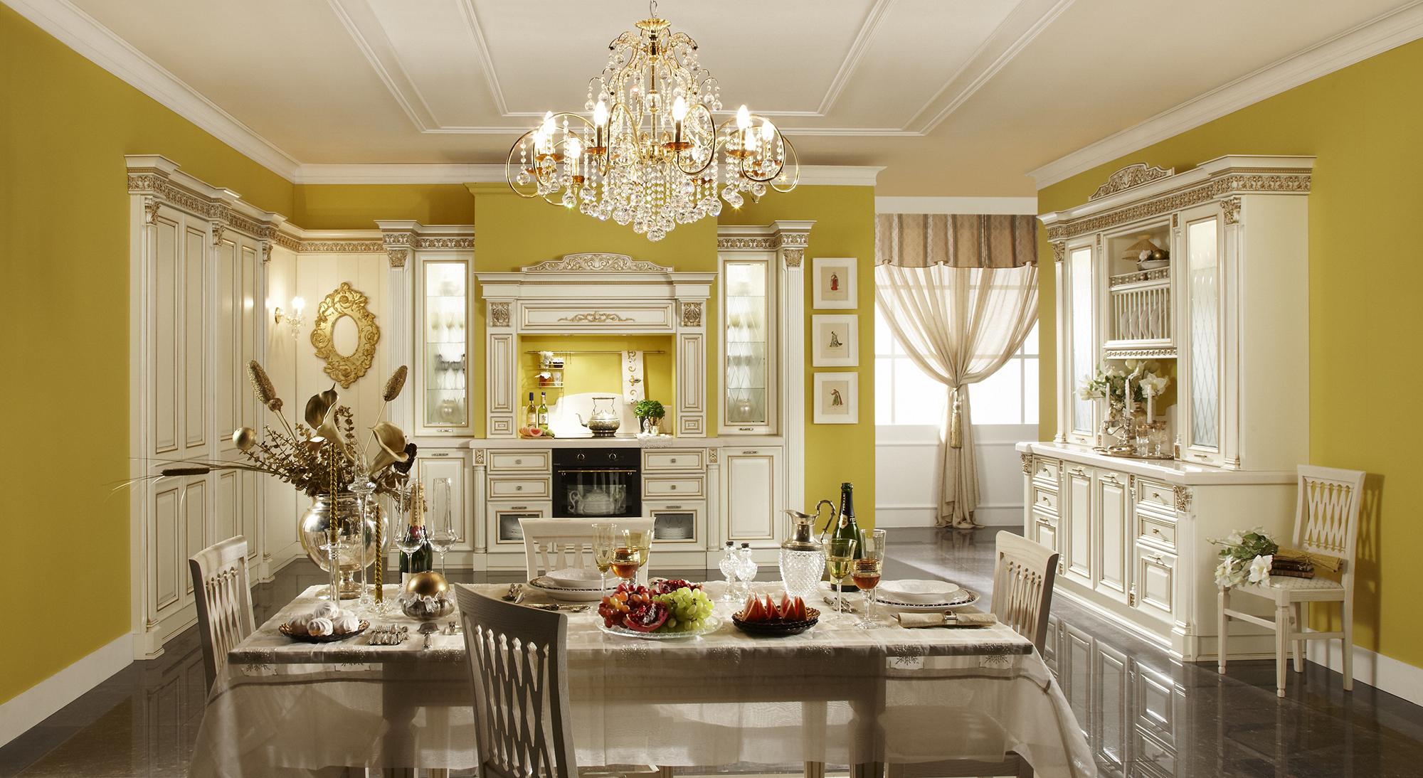 Белый, черный, золотистый и желтый цвета в интерьере классической кухни