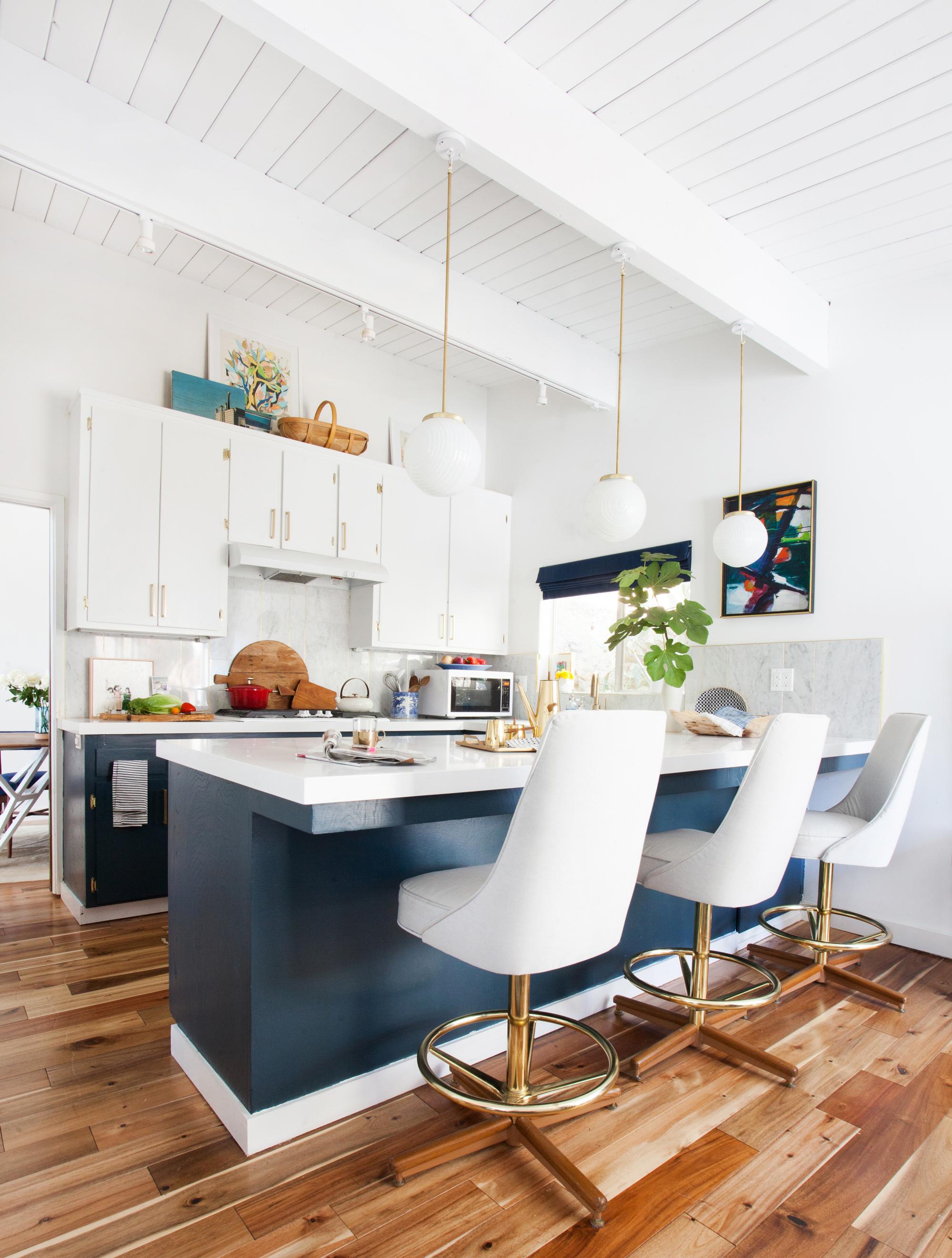 Дизайн кухни 20 кв м с лампами