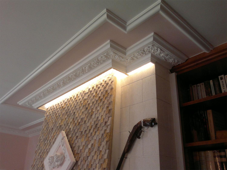 Плинтус на потолок с лепниной