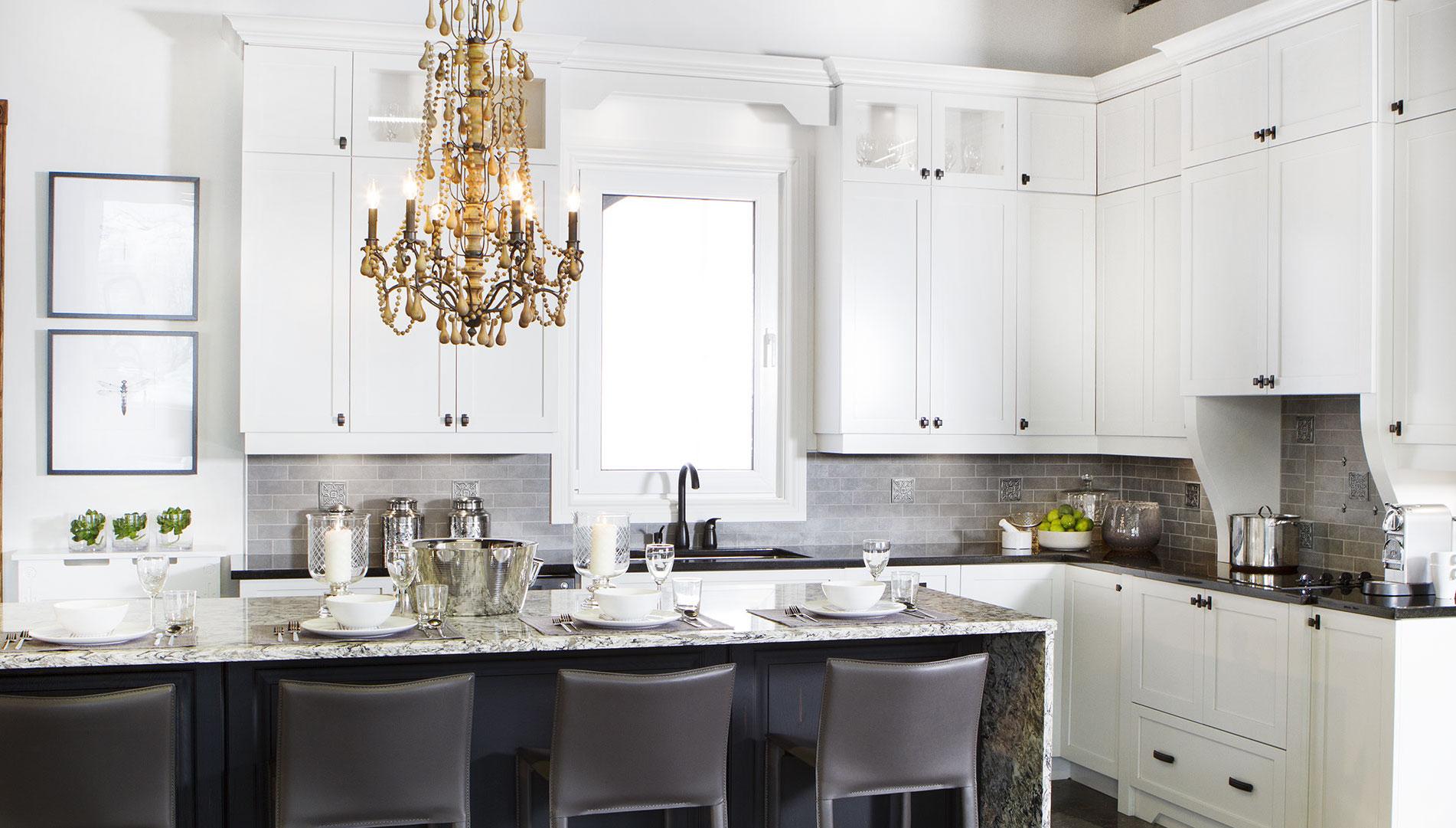 Дизайн кухни 20 кв м с люстрой