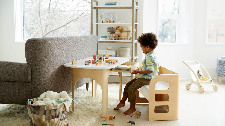 Школьный уголок для маленького ребенка