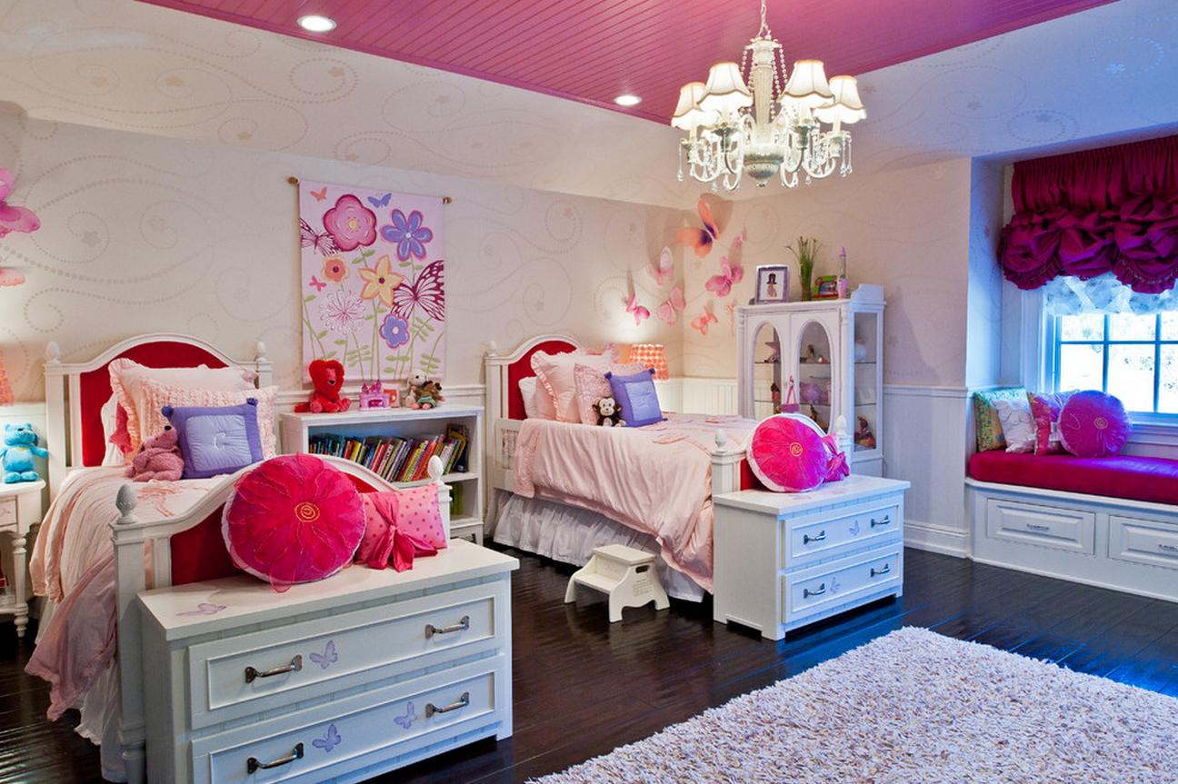 Белая мебель в детской для двух девочек