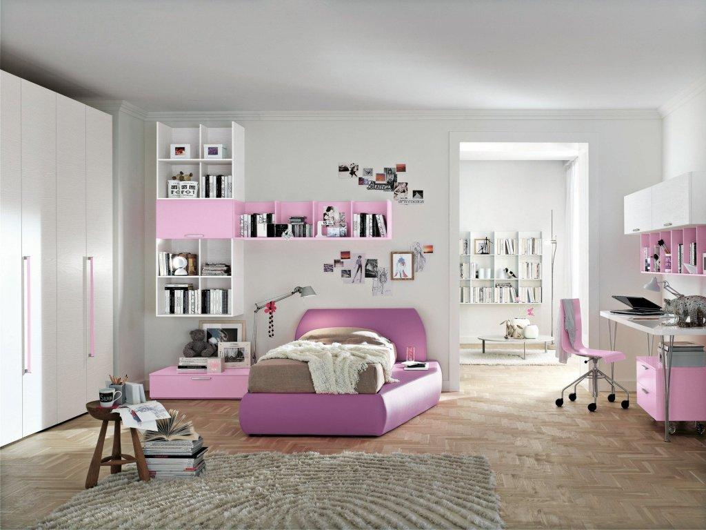 Розово-белая модульная мебель в комнате девочки подростка
